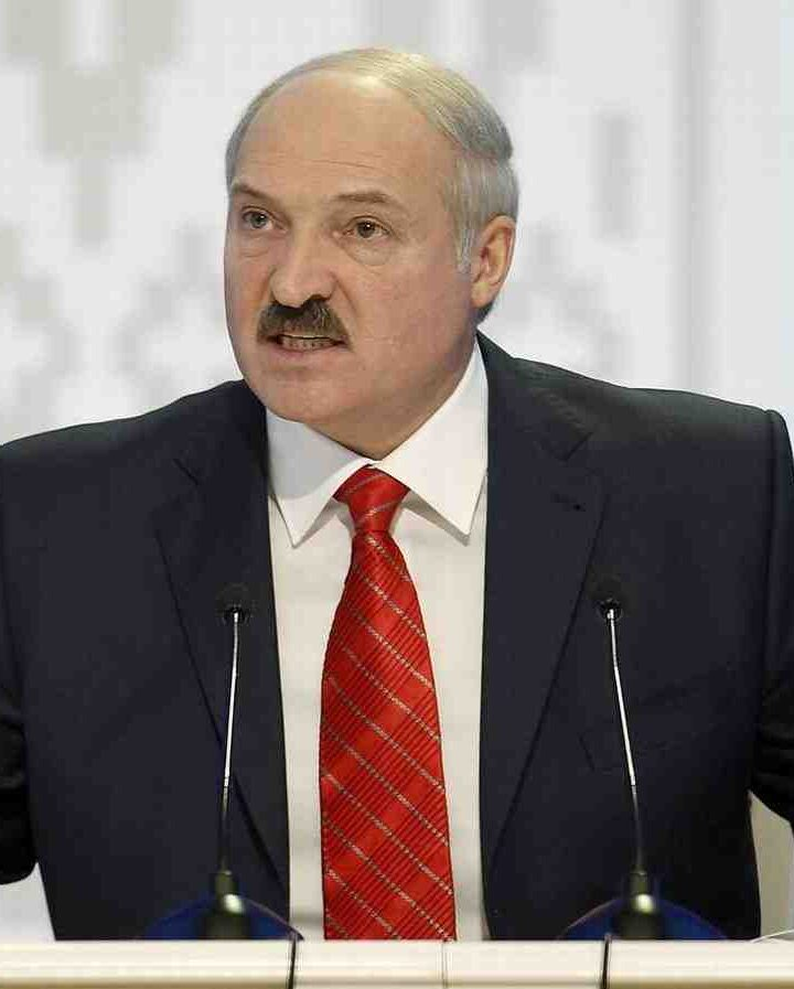Lukashenko instructed to transfer paratroopers to the western border