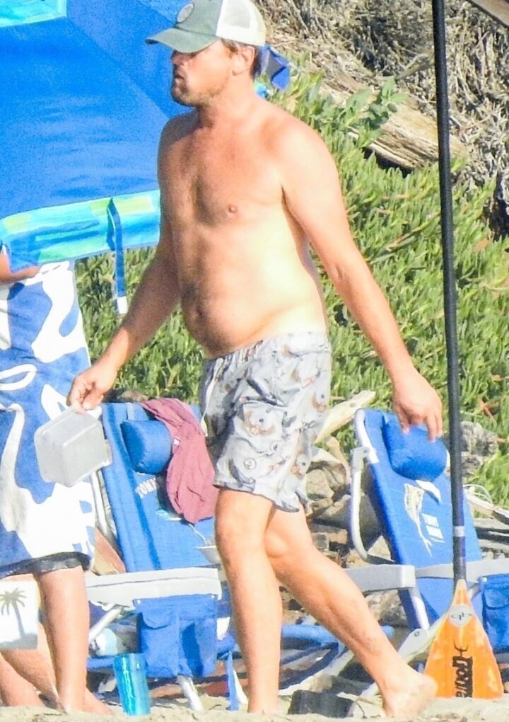 Leonardo DiCaprio showed a plump figure on the beach