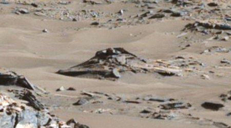 Ufologist discovered UFO crash site on Mars images
